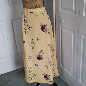 Beautiful Floral skirt. Size 10
